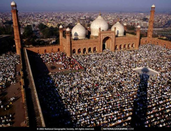 Badshahi Mosque| A mosque that can accomodate 100,000 worshippers